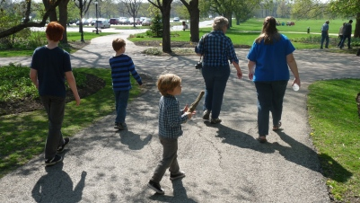 The whole clan heading to a woodworkers display at Cantigny
