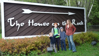 The obligatory House on The Rock front sign family photo