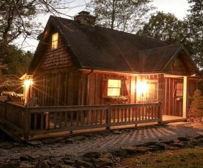 Delightful Cottage with Hot Tub near Daniel Boone National Forest, Kentucky