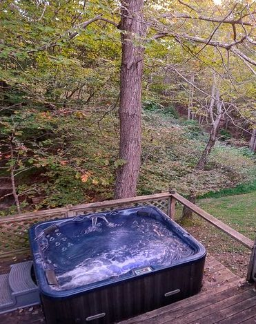 Delightful Cottage with Hot Tub near Daniel Boone National Forest, Kentucky2